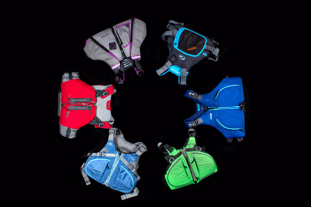 6 lifejackets of different colors in a circle