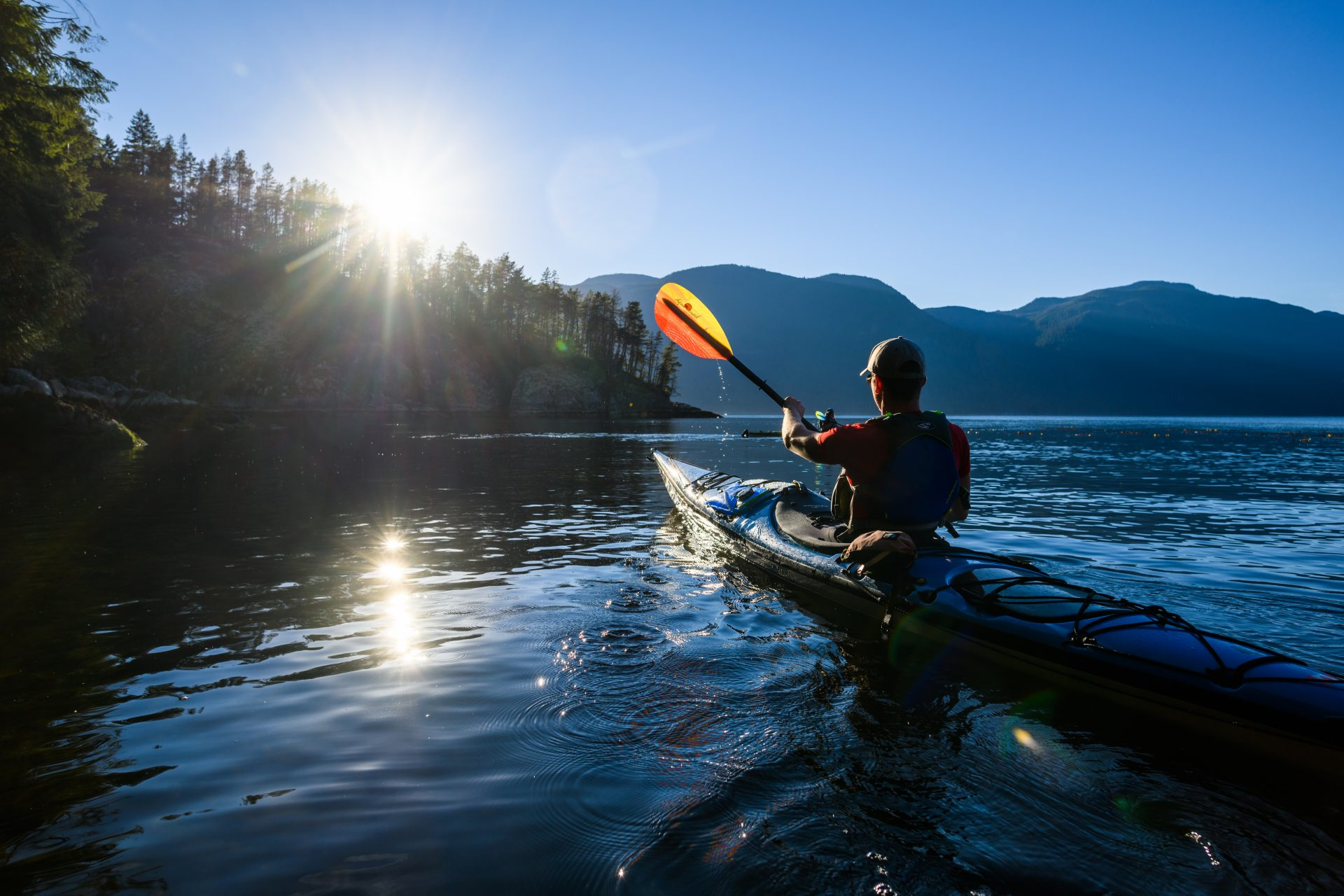 Whether or not you use a feathered paddle should depend on your paddling style and paddle length, according to author Brian Day. | Photo: Andrew Strain